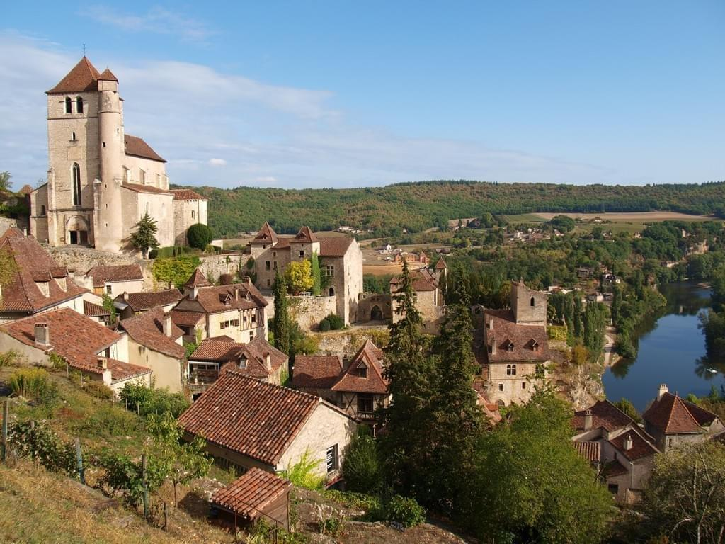 Le village médiéval sur son escarpement