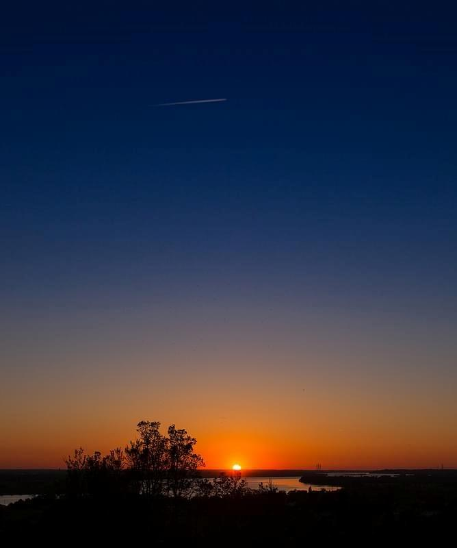 Sunset over the Dordogne river - Montalon, Bordeaux, France - Picture Image Photo Garonne