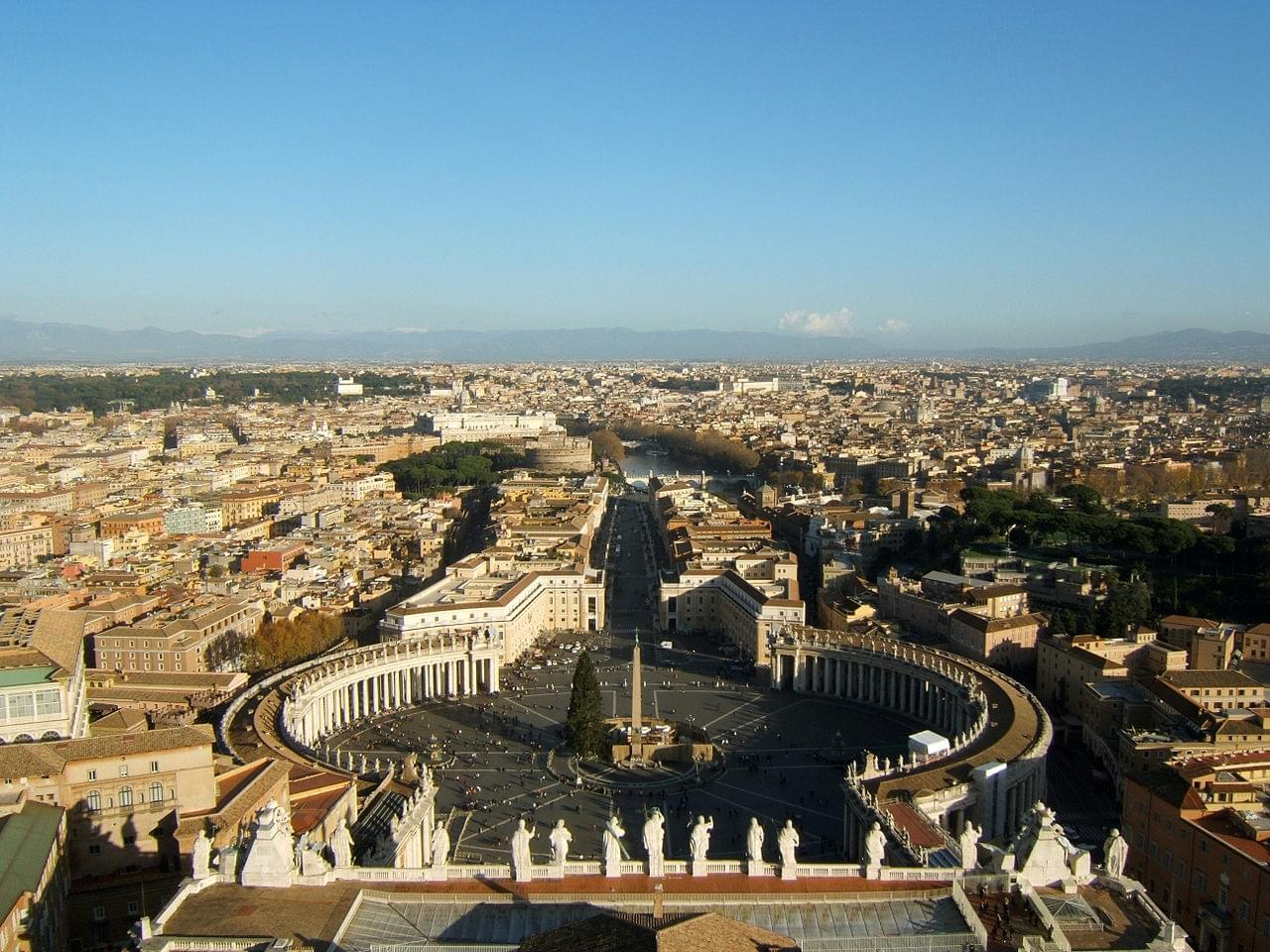 Introduction Saint-Peter's Basilica and the Vatican