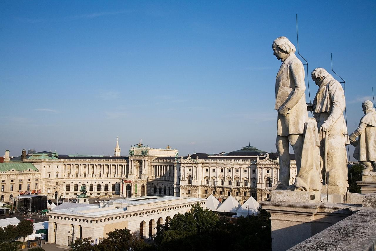 Introduction The Hofburg and Surrounding Buildings