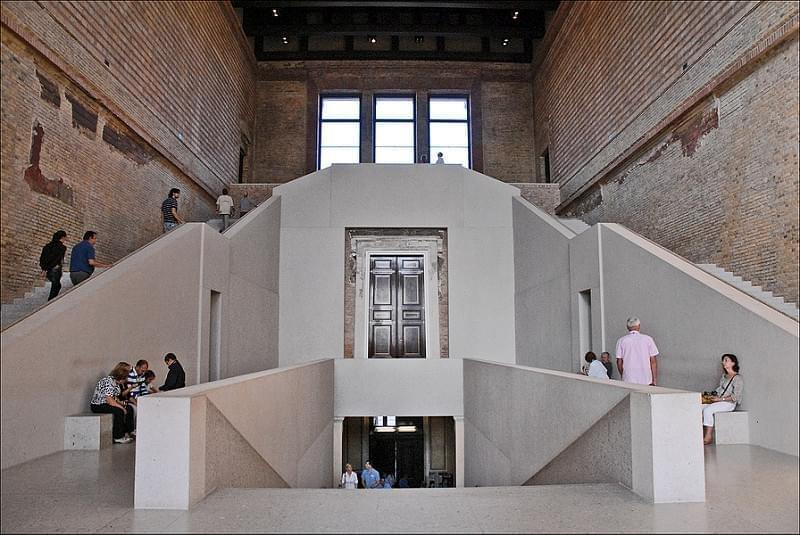 Grand escalier du Hall du Neues Museum (Berlin)