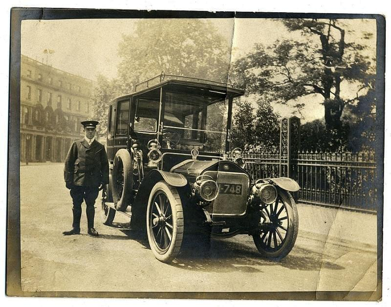 Wolseley-Siddeley limousine and chauffeur, London c1906-1907