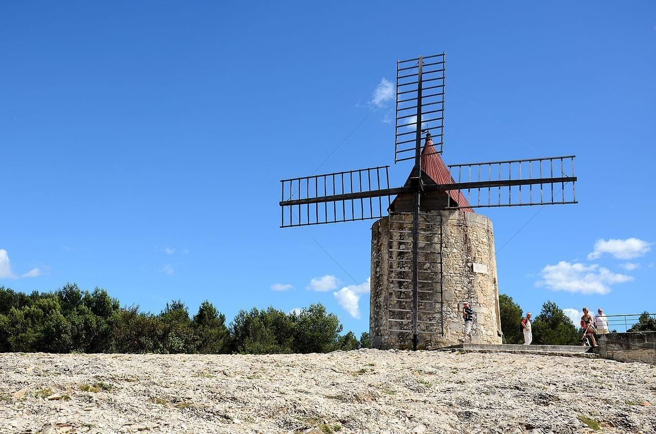 Photo Fontvieille et le moulin de Daudet