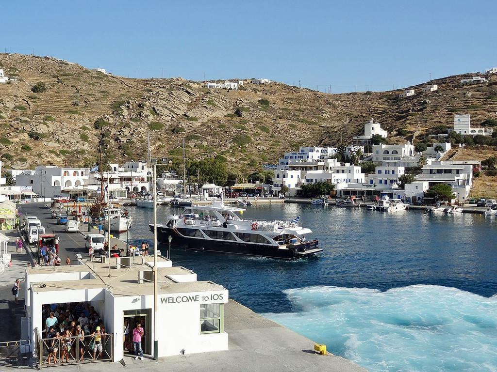 Photo Gialos, le port de Ios dans les Cyclades.