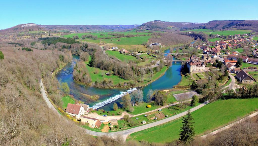 Photo La vallée de la Loue de la source à Ornans du Jura au Doubs