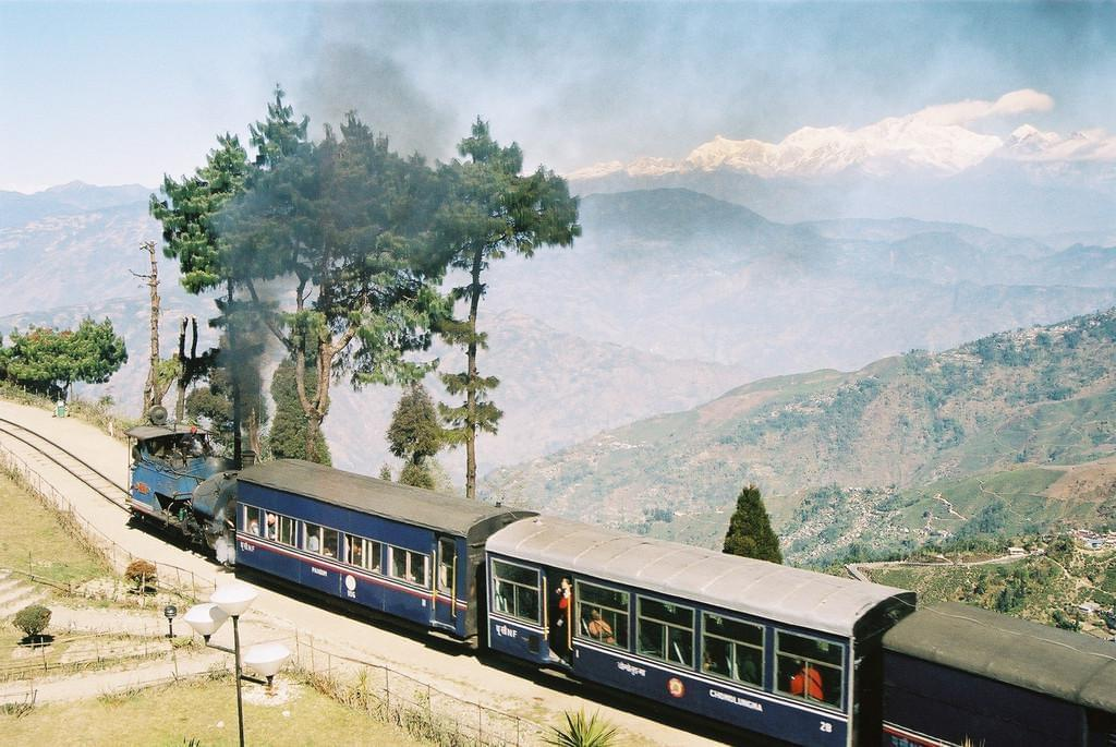 Photo Toy train entre Kalka et Shimla dans l'Himachal Pradesh en Inde